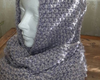 Infinity scarf in wool.