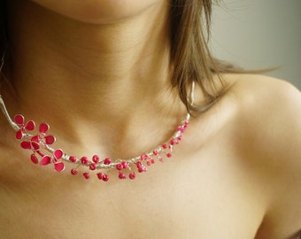 Flower motive necklace