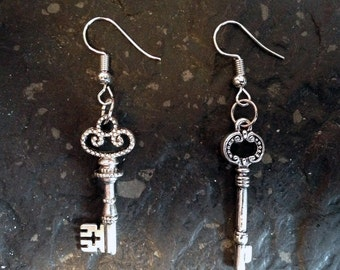 Steampunk earrings with beautiful old keys in silver-used optics-FREE shipping!