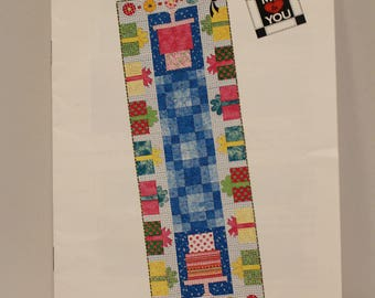 Party Time table runner pattern by Diana McClun and Laura Nownes