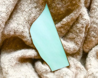 Handmade exclusive brooch for a pashmina, made of green opal Tiffany glass