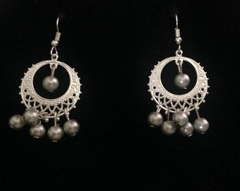 Elegant pair of earrings