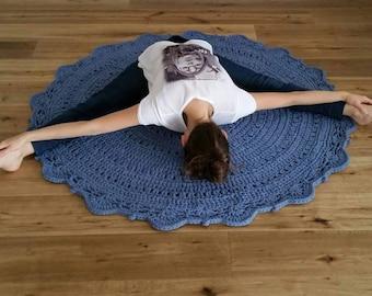 Crochet rug from textile yarn / carpet / carpet / crochet