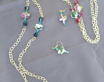 Chain and faceted bead necklace shimmers in shades of pink, green and red