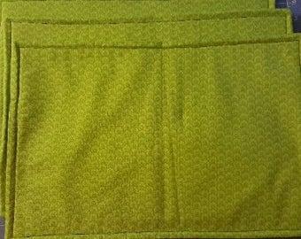 Green shell pattern place mats