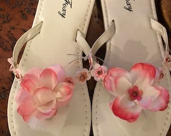 Hand embellished flip flop. White/pink