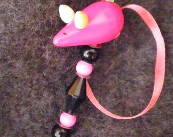 Stickpin Hatpin, no 8, with pink wooden mouse