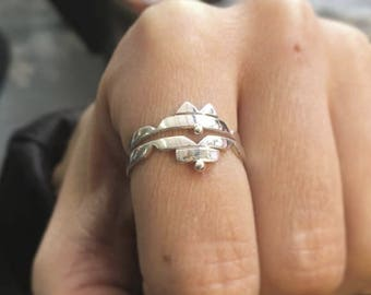 Aztec-style stacking rings.