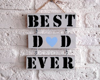 Wooden text board 'Best dad ever'