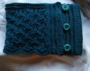Knitted Cowl with buttons