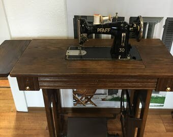 Sewing machine sewing table