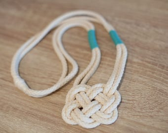 White knot necklace with green accent