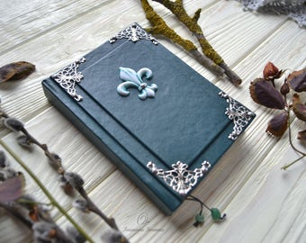 Green notebook. Royal.