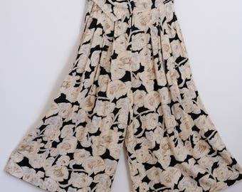 80s FLORAL CULOTTES > Loose Fit > High Waist > Vintage Gaucho Pants > Black Cream Midi > Wide Leg Trousers Skirt > Retro > Womens Clothing