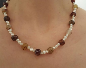 Necklace carnelian and pearls