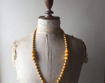 1930s yellow bead necklace