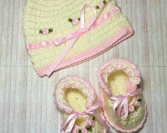 Hat & baby's shoes set  100% worsted handmade