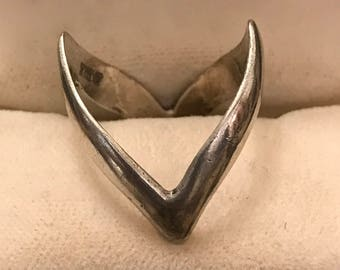 Vintage Solid Sterling Silver Wishbone Style Ring, Fully Hallmarked 1976 Nice Quality Stunning Item