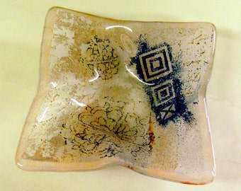 Glass Trinket Dish with distressed Design in deep blue and beige on clear