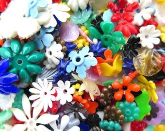 Random Assortment Of Plastic Flower Beads / Charms (10 grams) (P561)