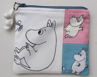 Pretty zippered coinpurse pouch and a charm with Moomin