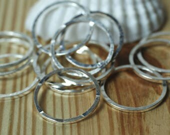 Hand hammered silver plated round link O ring connector aprox 14mm outer diameter, 10 pcs (item ID FA00006SPK)