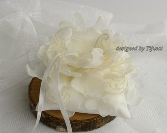 Ivory Wedding ring pillow, pillow with curly flower---ring bearer pillow, wedding rings pillow , wedding pillow