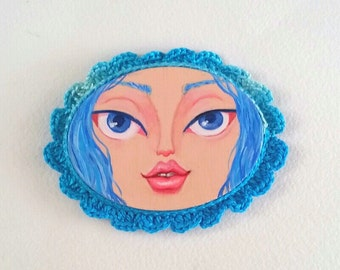 Mini Painting Girl with Crocheted Frame color Electric Blue