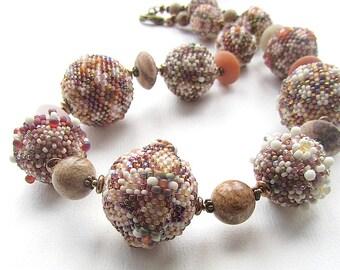 Erdtöne Perlen Halskette, Peyote Stich Perlen, Bild Jasper, Stein Rondelles, lange braun und Creme Perle Halskette, Messing Schnalle