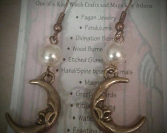 Antique Bronze Moon & Pearl earring.