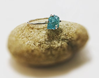 Rough Apatite Gemstone Ring,Uncut Rough Gem,Sterling Silver Apatite Ring,Mineral Gemstone Ring, Rustic Ring,Anniversary Ring, Gift Idea