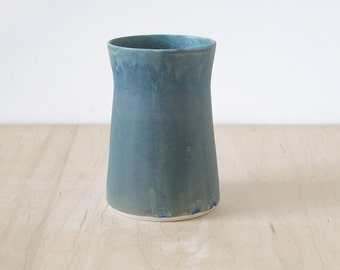 tapered vase : SAMPLE SALE
