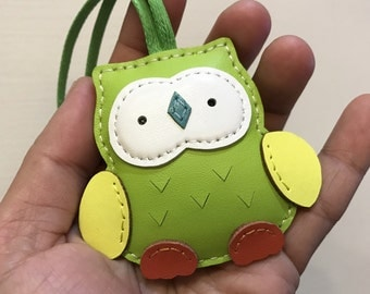 Small size - Fanny the Owl cowhide leather charm ( Apple green )