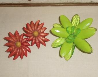 Vintage Plastic Flower Broochs, Vintage Flower Pins