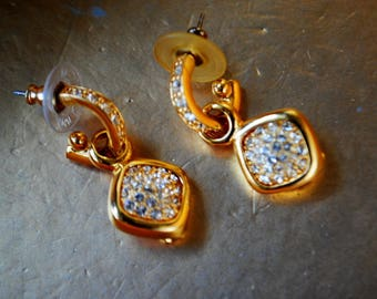 Glamor vintage 80s god tone metal, dangle, door knocker style pierced earring with diamonds set crystals. Made by Jaon Rivers.