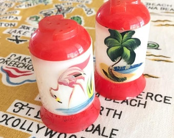 Vintage Florida salt and pepper shakers flamingo palm tree souvenir 1940s plastic kitsch Mid Century Floridiana