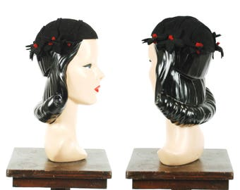 Vintage 1930s Hat - Sophsticated Late 30s Black Wool Felt Skull Cap with Red Centered Daisies