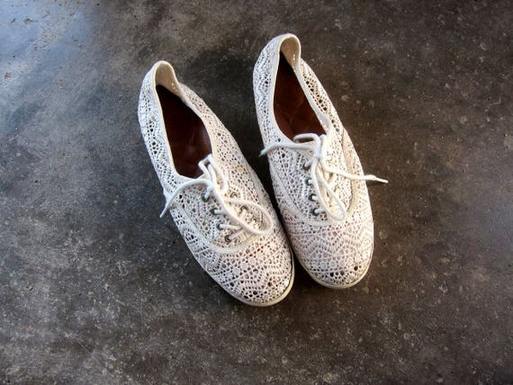 Lace Tennis Shoes Vintage 90s Cut Out Sneakers Off White  Lace Up Club Kid Hipster Summer Shoes Womens size 9