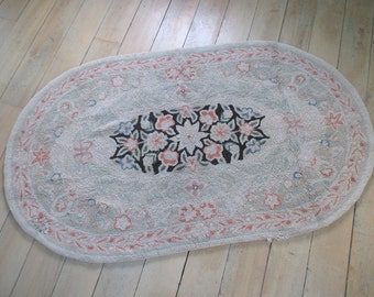 Vintage Hooked Wool Rug * Shabby Cottage * Old Farmhouse