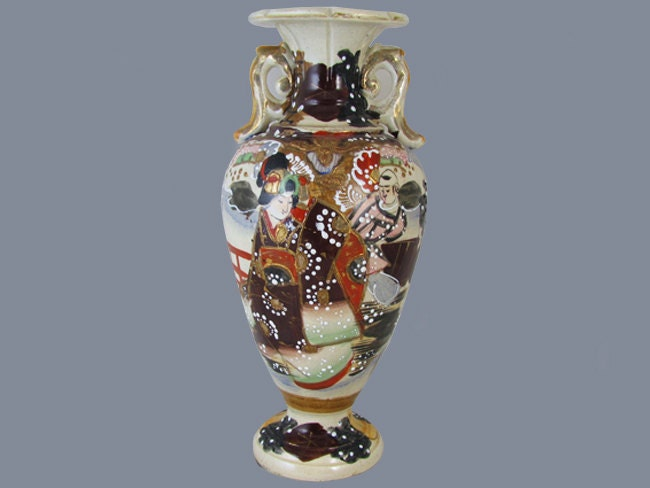 Vintage hand painted Japanese Satsuma earred urn vase flowers and geisha ceramic / pottery / Asian / Oriental / Japan / moriage