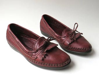 80s vintage Dexter Burgundy Leather Fringed Loafers / Dexter Burgundy Leather Moccasins / Dexter Comfort Classics / Made in U.S.A.