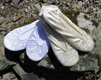 Custom Soft ballet slippers womens wedding heart in ivory or white flat bridal shoe embroidered pearled dance shoe