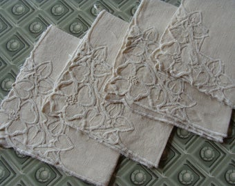 "Vintage Linen Needlework Napkins ~ Set of 4 ~ 11"" x 11"""
