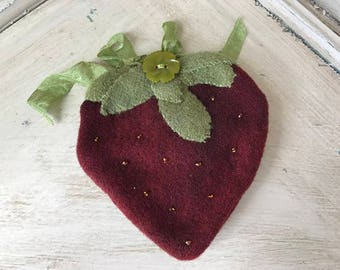 Wool Strawberry Pinkeep