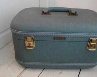 Vintage Blue Dolly Madison Train Make Up Case Luggage Hard Suitcase