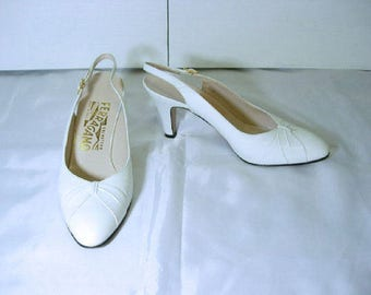 Vintage Salvatore Ferragamo Beige Off White Leather Sling Back Heels Size 6 B-Salvatore Ferragamo Shoes-Salvatore Ferragamo Leather Pumps