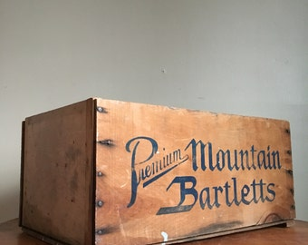Vintage Premium Mountain Bartletts Wooden Crate.