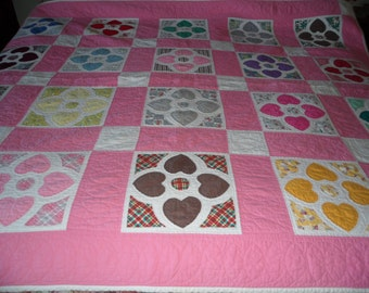 Vintage  handmade quilt - Hearts, for a Twin or Full size bed