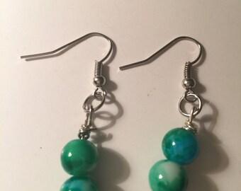 Green Dangley earrings, Green Dangles, Green Rarrings, White Dangles, White Earrings, White Dangle Earrings, Green and white, green earring