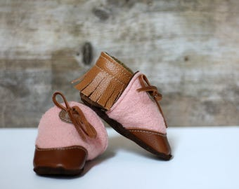 eco-friendly soft sole leather baby mocassins,slippers ,reclaimed leather and wool.pink wool and  brown leather, fringe and lace up.6-12m